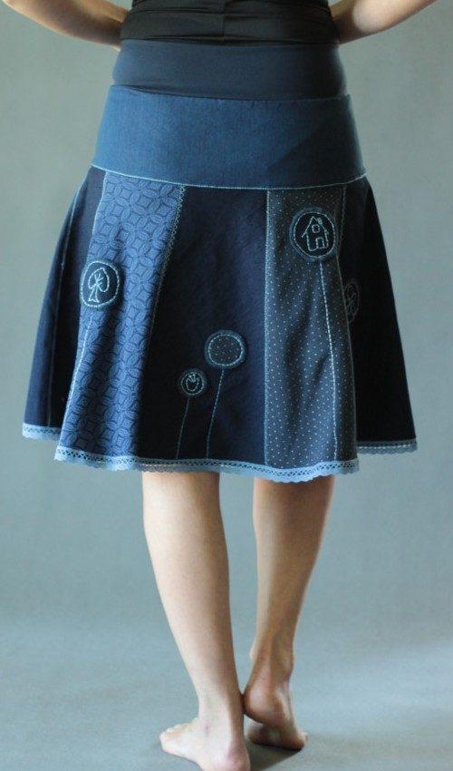 LaJuPe sukně kolová bavlna_elastan_bez_podšívky_modrá_bleděmodrá_se_sedlem_nahoře_bez_kapes_krajka_modrá_modrá_kolečka_kolečka
