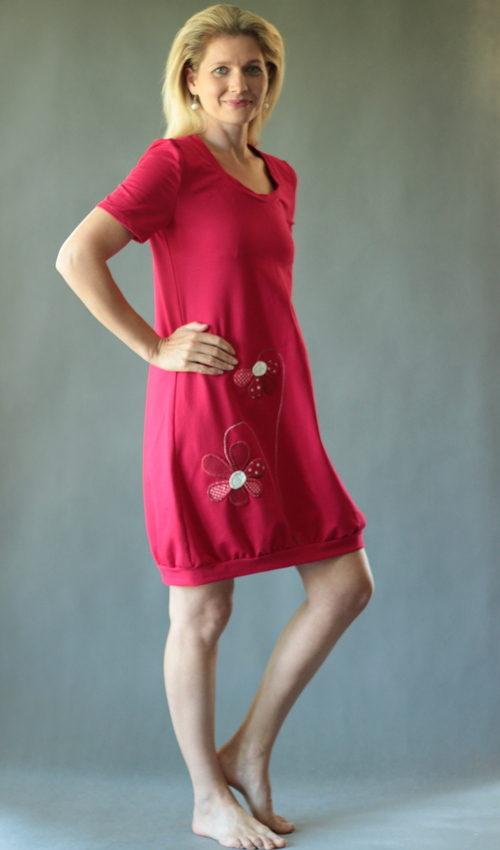 LaJuPe dámské šaty bavlna_elastan_bez_podšívky_červená_bílá__1kapsa_úplet__červenobílá_kytka_dvěkytky