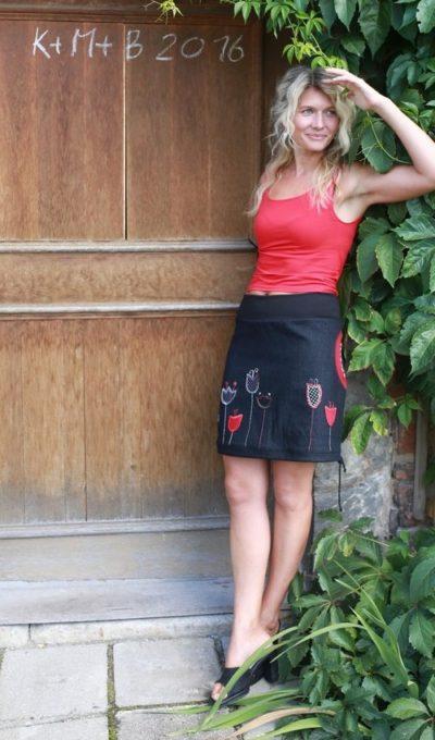 LaJuPe černá sukně riflová bavlna_polyester_bez_podšívky_černá_červená_áčková_1kapsa_tunýlek_černá_černočervená_zvonky_loukazvonků