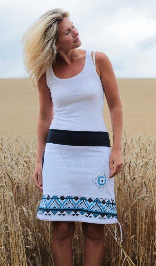 LaJuPe bílá riflová sukně bavlna_polyester_bez_podšívky_bílá_modrá_áčková_1kapsa_tunýlek_tmavěmodrá_modrobílá_terč_indian