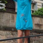 LaJuPe dámské volné šaty bavlna_elastan_bez_podšívky_azurová_růžová__1kapsa_úplet__azurovorůžová_louka_zvonky