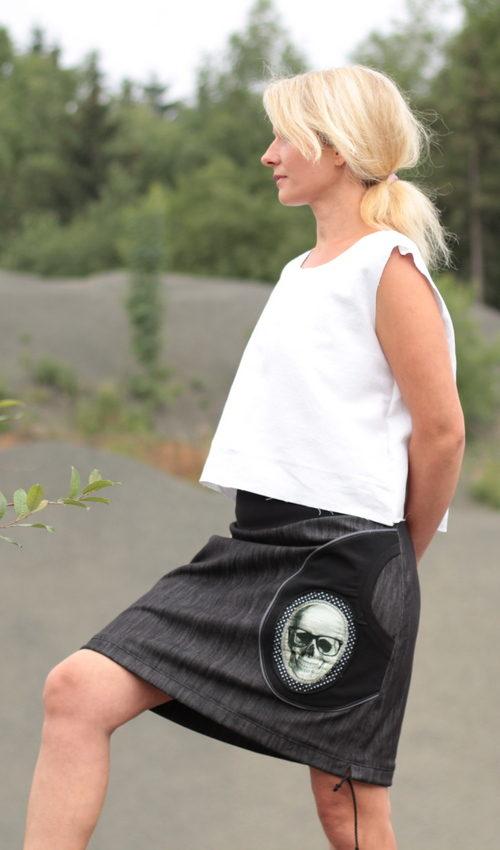 LaJuPe punk sukně bavlna_polyester_bez_podšívky_černá_bílá_áčková_1kapsa_tunýlek_černá_černobílá_lebka_brýle