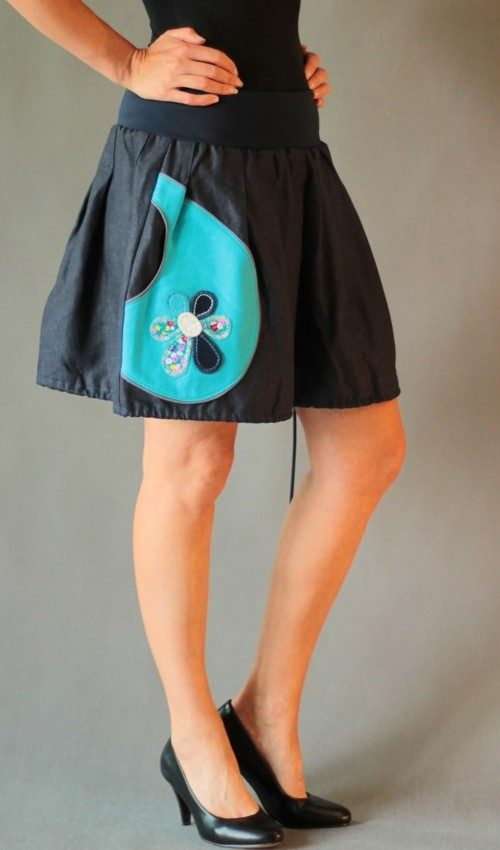 LaJuPe lněná sukně len_viskóza_bez_podšívky_tmavě modrá_tyrkys_skládaná_1kapsa_tunýlek_modrá_modrobílá_kytka_šestikvět