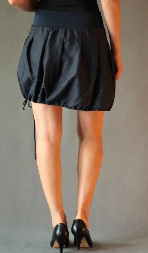 LaJuPe romantická sukně len_viskóza_bez_podšívky_tmavě modrá_tyrkys_skládaná_1kapsa_tunýlek_modrá_tyrkysová_kytka_vyšívaná