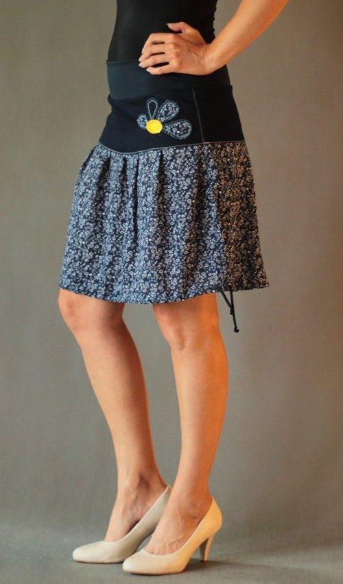 LaJuPe letní maxi sukně bavlna_polyester_bez_podšívky_tmavěmodrá_bílá_skládaná_bez_kapes_tunýlek_modrá_modrožlutá_kytka_půlkvět