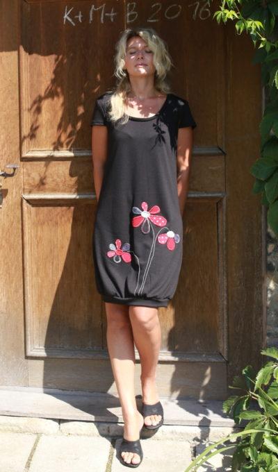 LaJuPe úpletové šaty černé aplikace červené černé květiny
