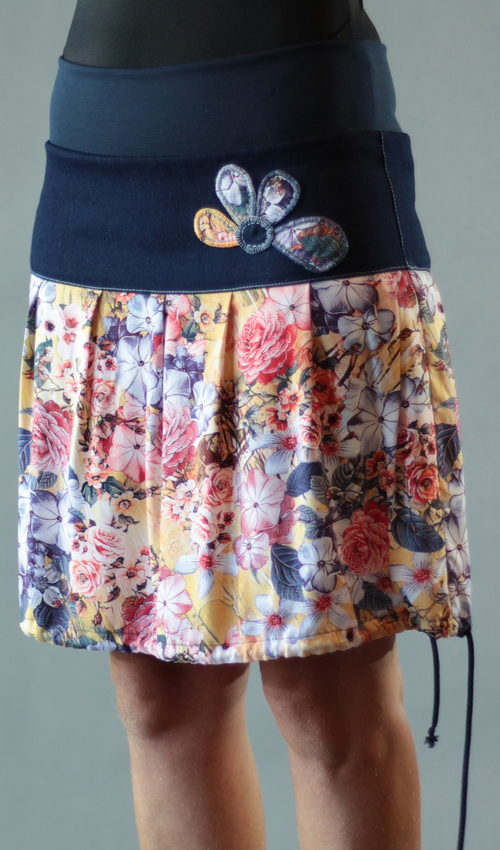 LaJuPe dámské letní sukně bavlna_viskóza_bez_podšívky_pestrobarevná_modrá_se_sedlem_nahoře_bez_kapes_tunýlek_modrá_pestrobarevná_kytka_polokvět