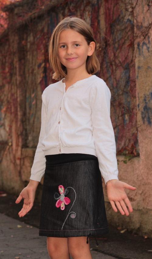LaJuPe dětské sukýnky bavlna polyester_bez_podšívky_černá_růžová_áčková_bez_kapes_tunýlek_černá_růžová_kytka_květ