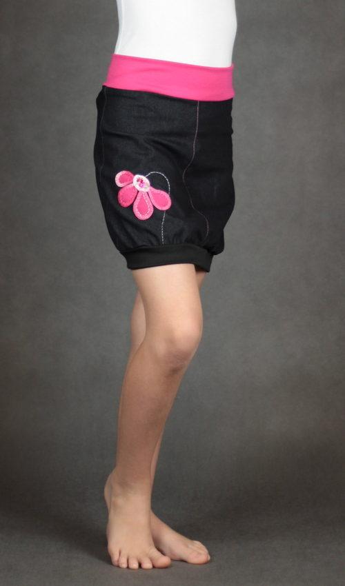 LaJuPe dětské oblečení sukně bavlna_polyester_bez_podšívky_černá_růžová_áčková_bez_kapes_úplet_černá_růžová_kytka_polokvět