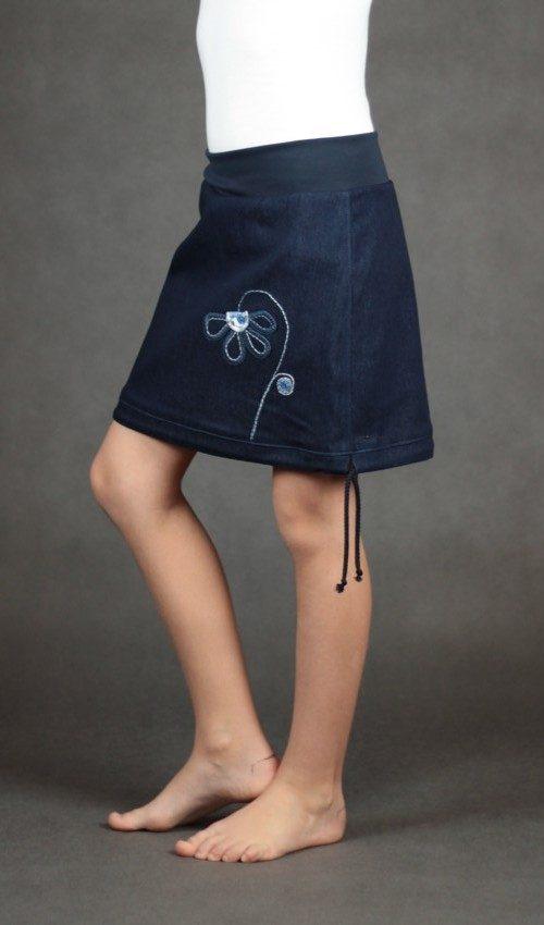 LaJuPe oblečení dětské sukně bavlna_polyester_bez_podšívky_tmavě modrá_tmavěmodrá_áčková_bez_kapes_tunýlek_modrá_tmavěmodrá_kytka_polokvět