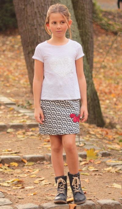 LaJuPe dětské stylové oblečení sukně bavlna_polyester_bez_podšívky_bílo černá_puntíky_áčková_bez_kapes_tunýlek_šedá_červená_kytka_půlkvět
