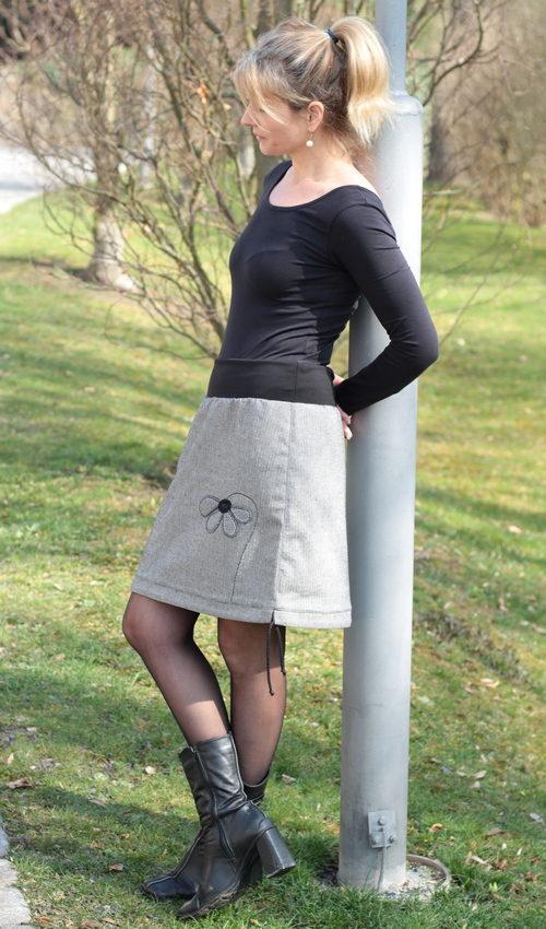 LaJuPe sukně šedá bavlna_polyester_bez_podšívky_šedá_šedá_áčková_1kapsa_tunýlek_černá_šedá_květ_půlkvět