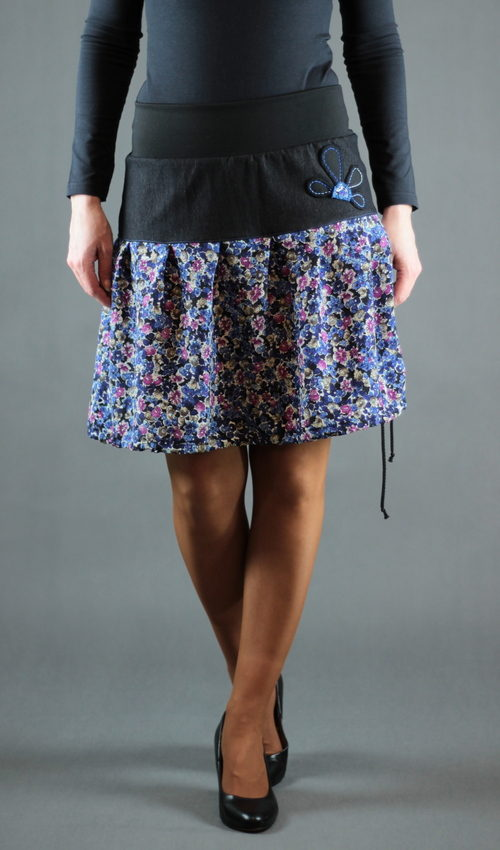 LaJuPe květované sukně bavlna_polyester_bez_podšívky_fialová_černá_skládaná_bez_kapes_tunýlek_černá_černofialová_květ_půlkvět
