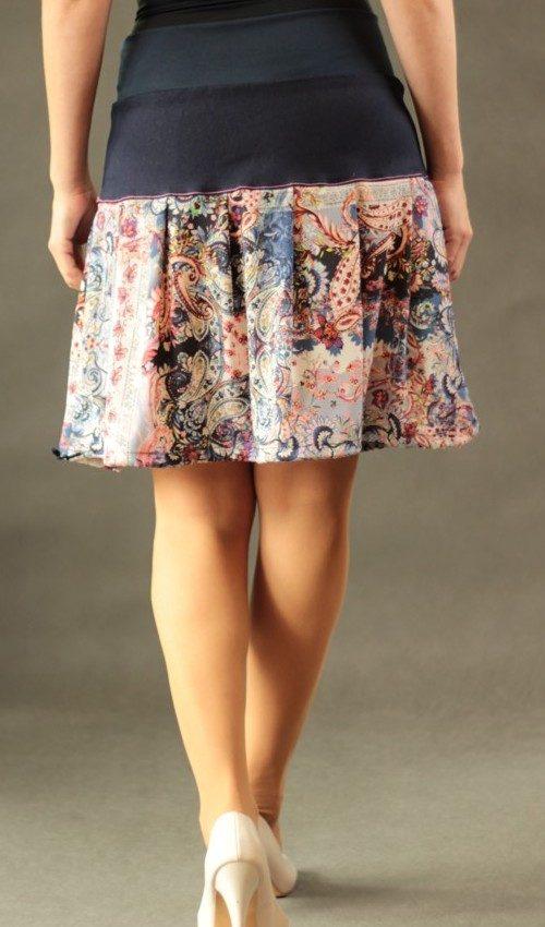 LaJuPe sukně růžová bavlna_polyester_bez_podšívky_růžová_modrá_skládaná_bez_kapes_tunýlek_modrá_pestrobarevná_kytka_polokvět