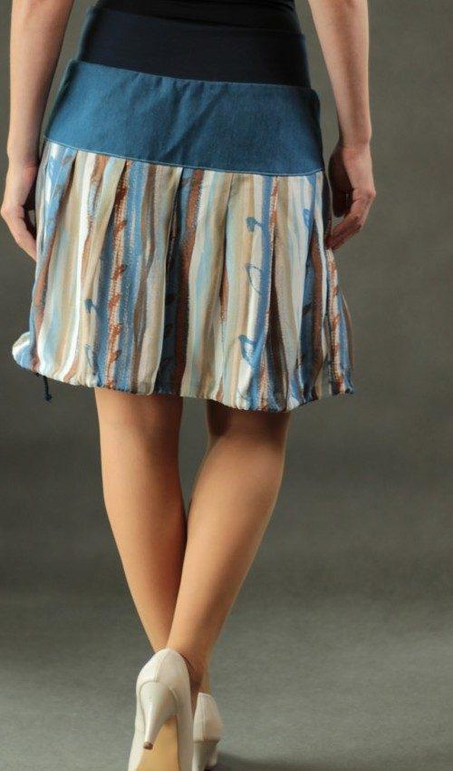 LaJuPe barevná sukně bavlna_viskóza_bez_podšívky_modrá_hnědá_skládaná_bez_kapes_tunýlek_modrá_hnědomodrá_kolečka