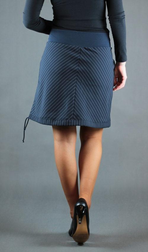 LaJuPe sukně do a polyester_polyester_bez_podšívky_modrá_modrá_půlená_1kapsa_tunýlek_modrá_modrá_kytka_půlkvět
