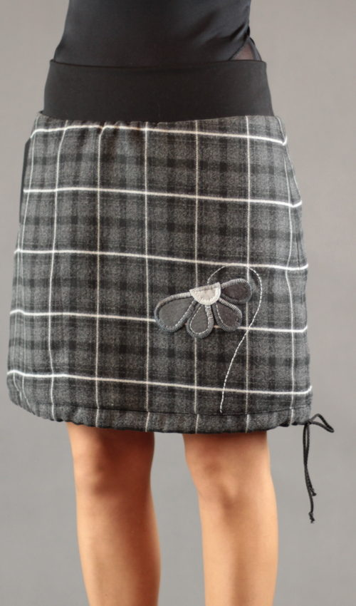 LaJuPe teplé zimní sukně polyester_viskóza_s_podšívkou_antracit_černá_áčková_1kapsa_tunýlek_černá_tmavěšedá_kytka_půlkvět
