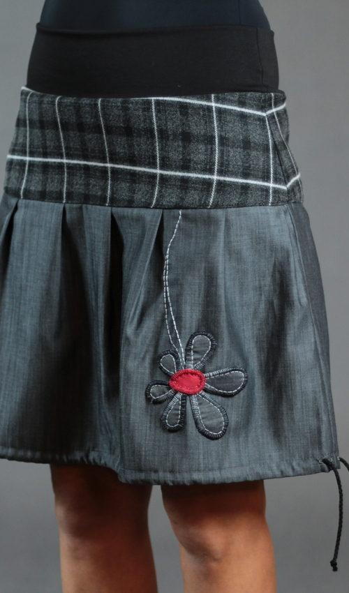 LaJuPe dámská kostkovaná sukně bavlna_vlna_bez_podšívky_šedá_černá_skládaná_bez_kapes_tunýlek_černá_šedočervená_kytka_kytka